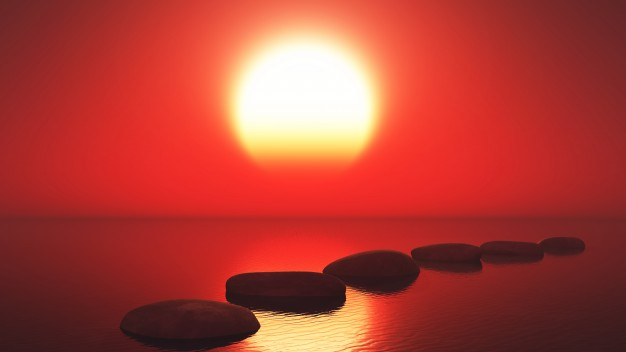 zee-in-de-zonsondergang-met-een-stenen-pad